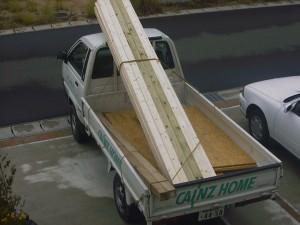 DIY トラックで材料運び
